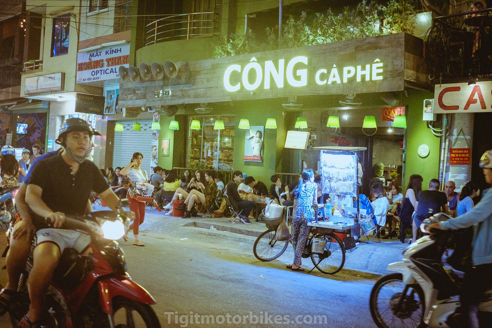 Many bars, pub, coffee and street vendors in Bui Vien