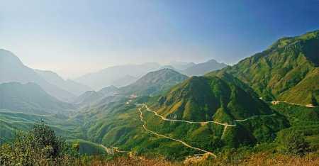 O Quy Ho Pass along the Hoang Lien Son mountain