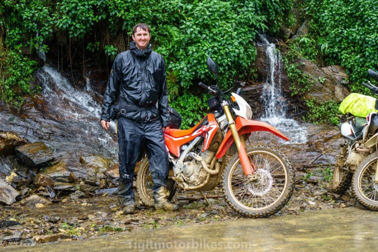 How to choose rain gear in Vietnam