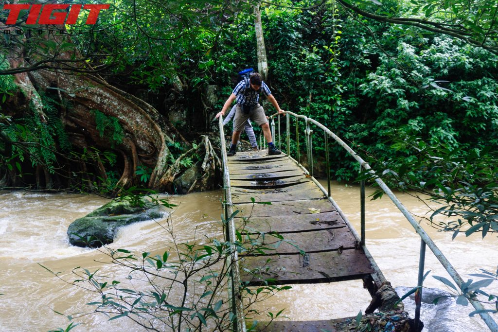 Bo Bla Waterfall rotten bridge
