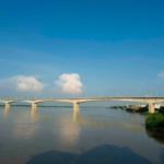 Vinh Tuy Bridge