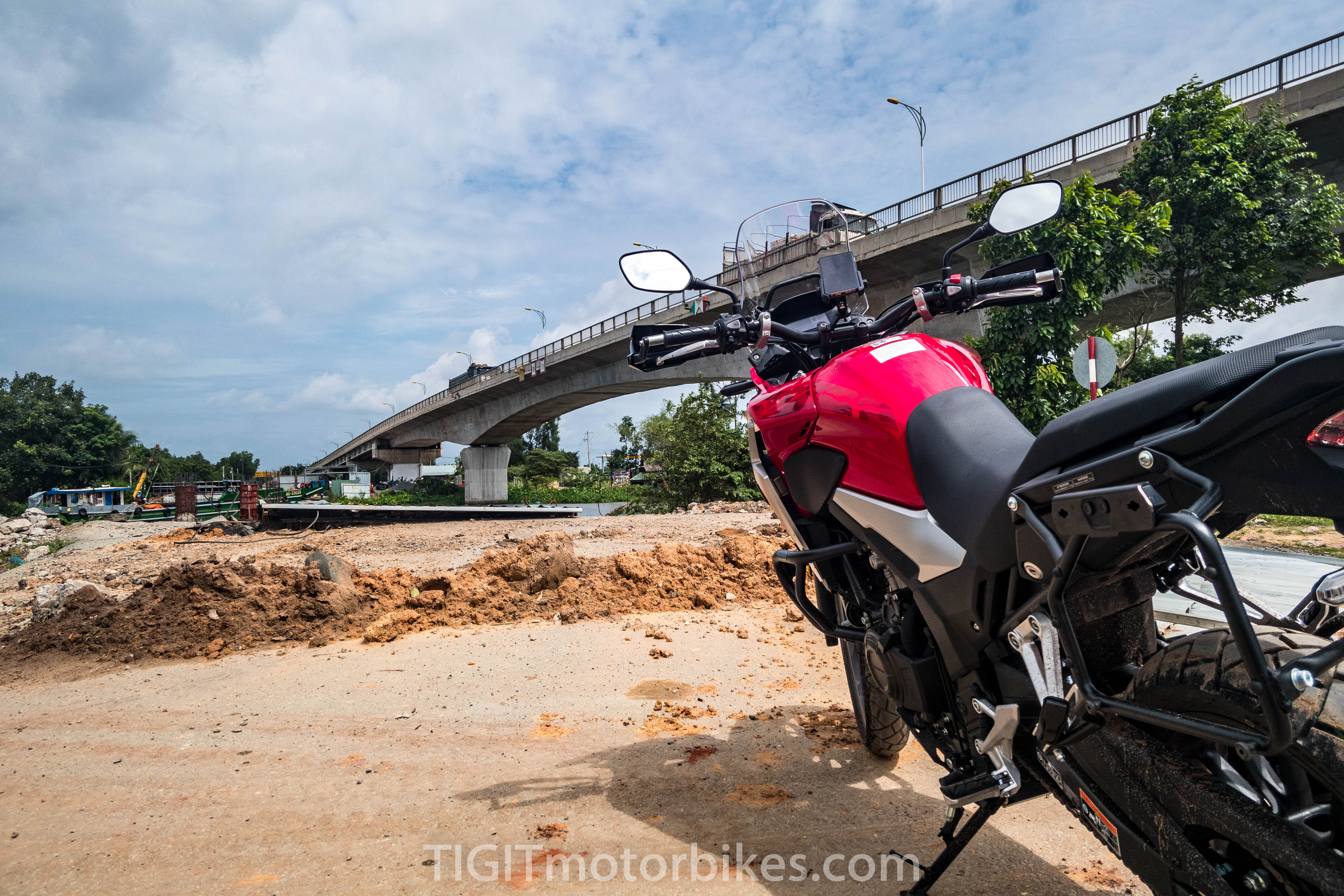 Honda CB 500x under bridge