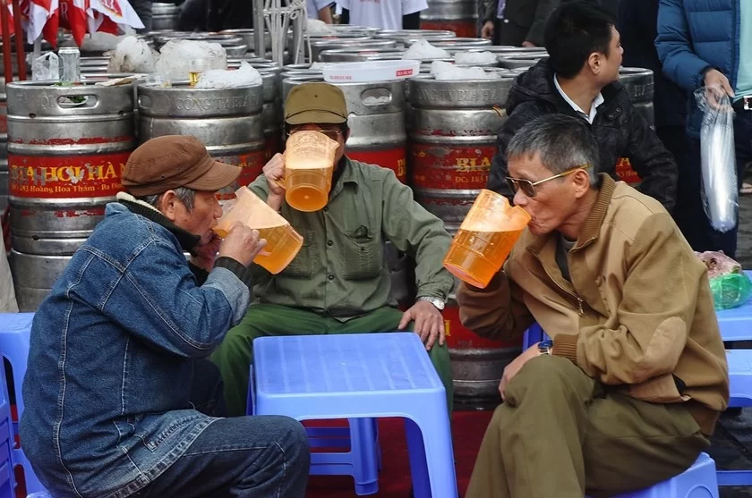 Vietnamese men drinking beer