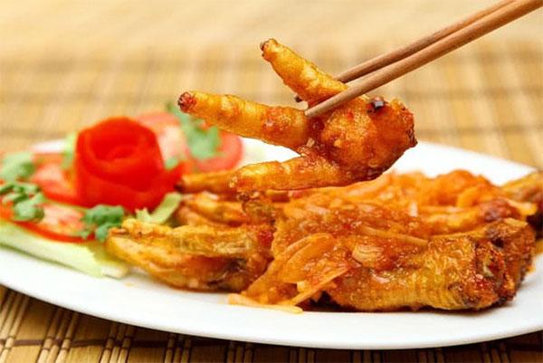 Chicken feet fried in fish sauce