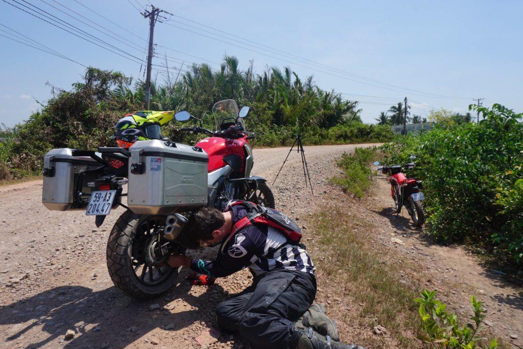 修理摩托车