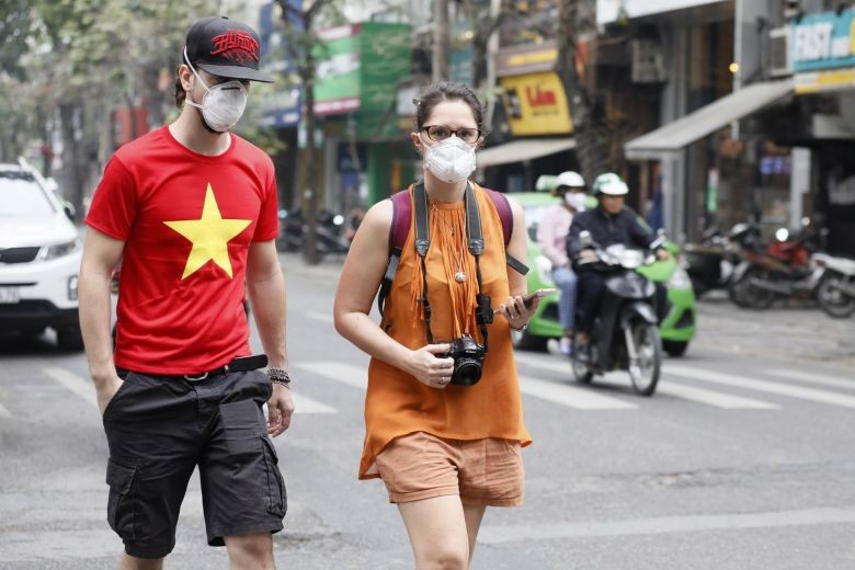 foreigners wearing face masks in Hanoi