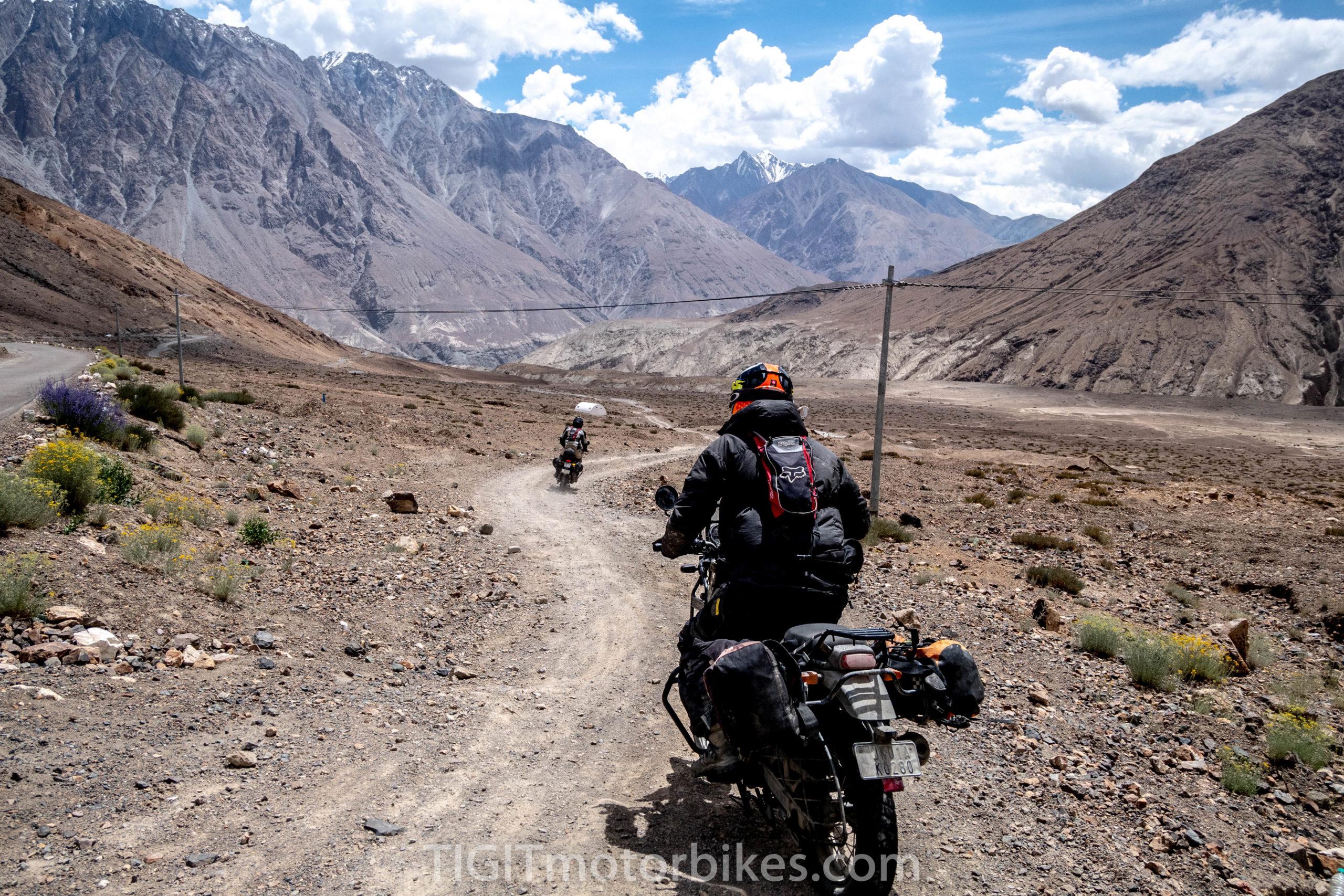 du lịch bằng xe máy qua dãy Himalaya ở Ấn Độ
